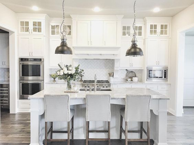 10 Fabulous White And Gray Kitchens
