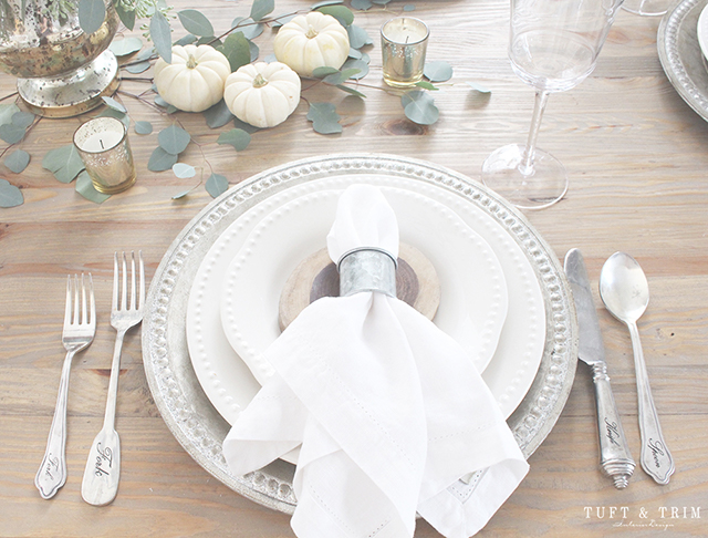 Elegant and rustic Thanksgiving place setting.
