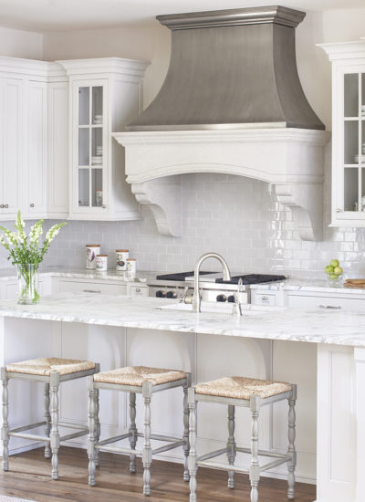 10 Fabulous Gray and White Kitchens